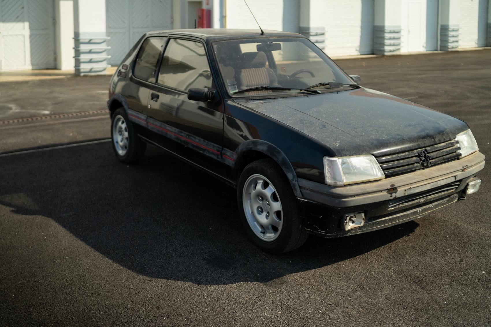 Peugeot začal reštaurovať a predávať staré autá. Začína modelom 205 GTi