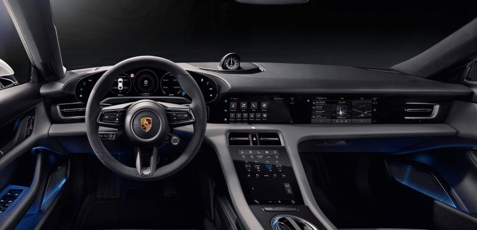 Porsche Taycan ukázalo interiér: Toľko displejov ste ešte nevideli
