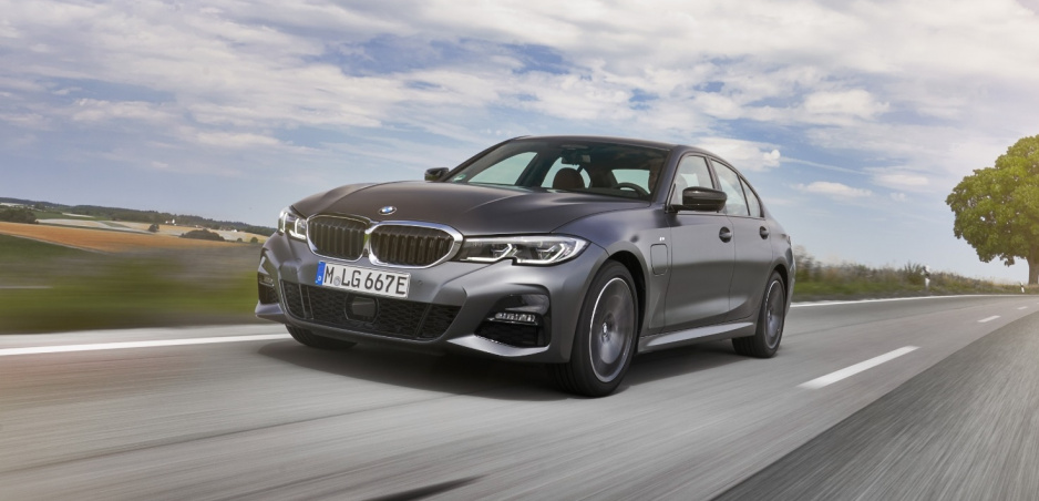 Prvá jazda: Plug in hybridné BMW radu 3 rozozná bezemisné zóny automaticky