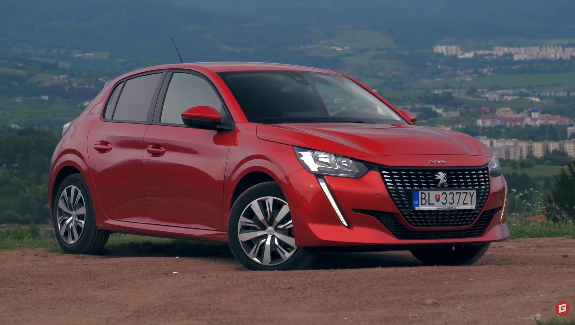 Rasťo Chvála ukazuje svoje autá, testovací Peugeot dostal nové fólie