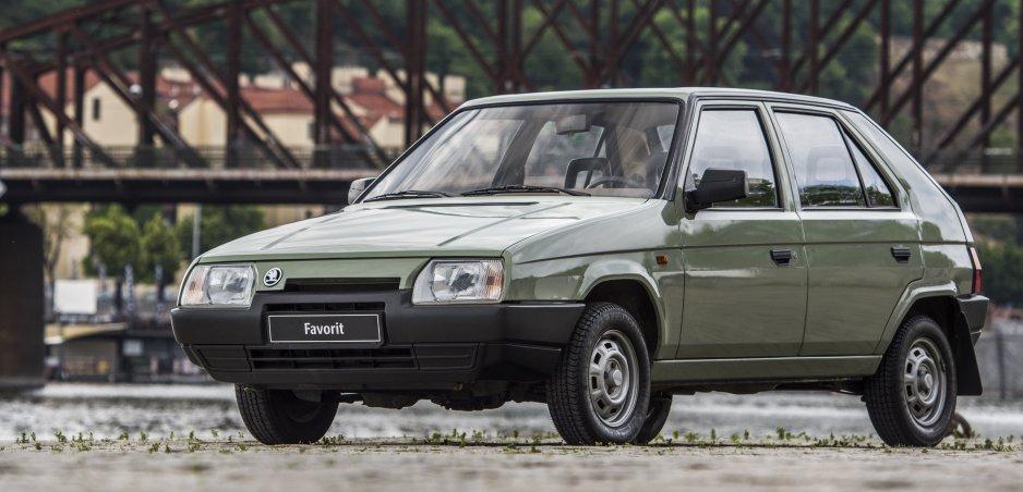 Rok 1990: V dobovom videu porovnali autá u nás a na autosalóne v Ženeve