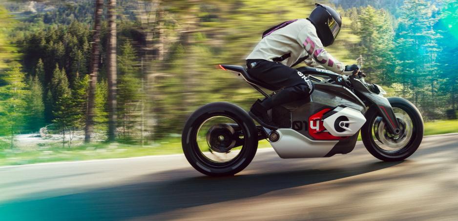 Štúdia Vision DC Roadster ukazuje elektrickú budúcnosť motocyklov BMW
