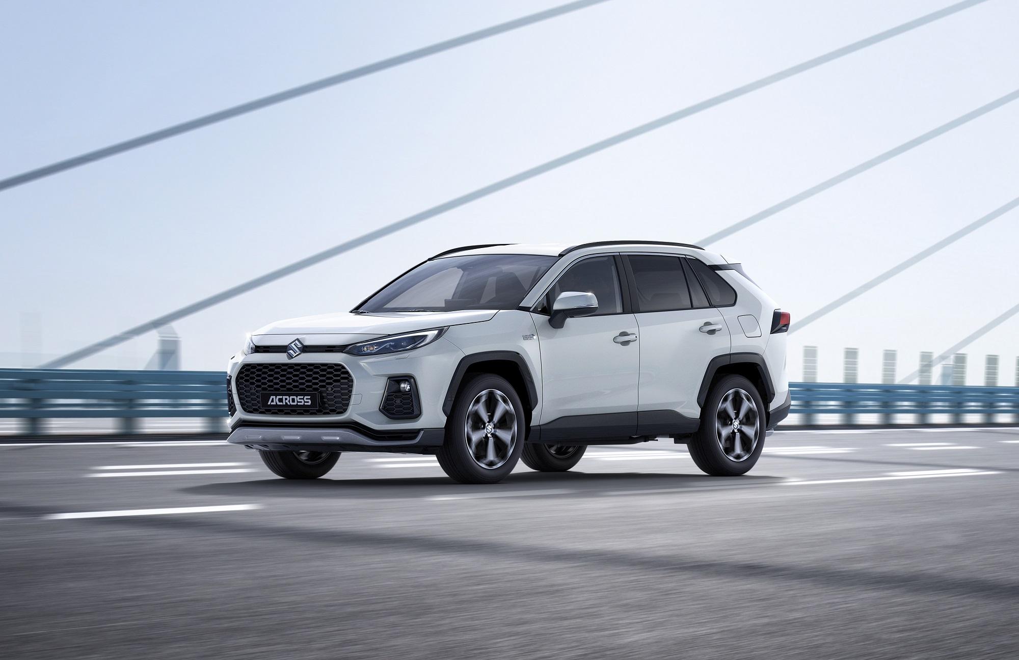 Suzuki ukázalo nový plug in hybrid Across. Je to prezlečená Toyota
