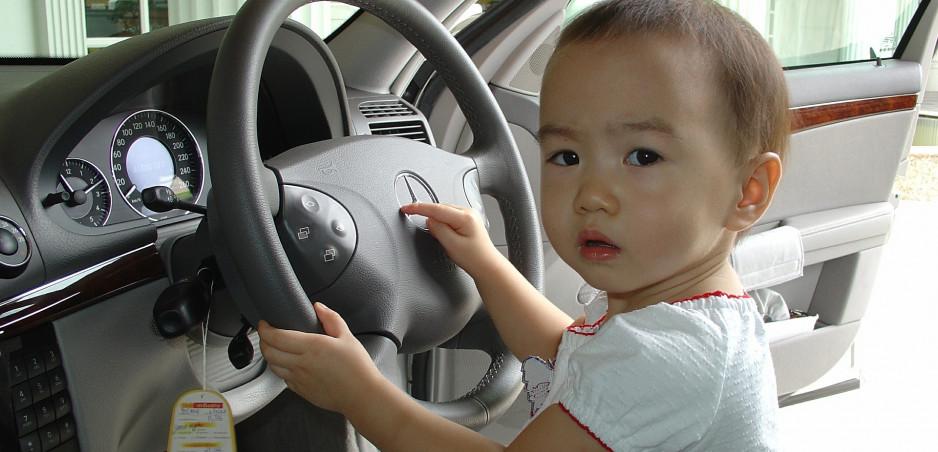Taliansko zavádza povinný alarm, upozorňujúci na zabudnuté dieťa v aute