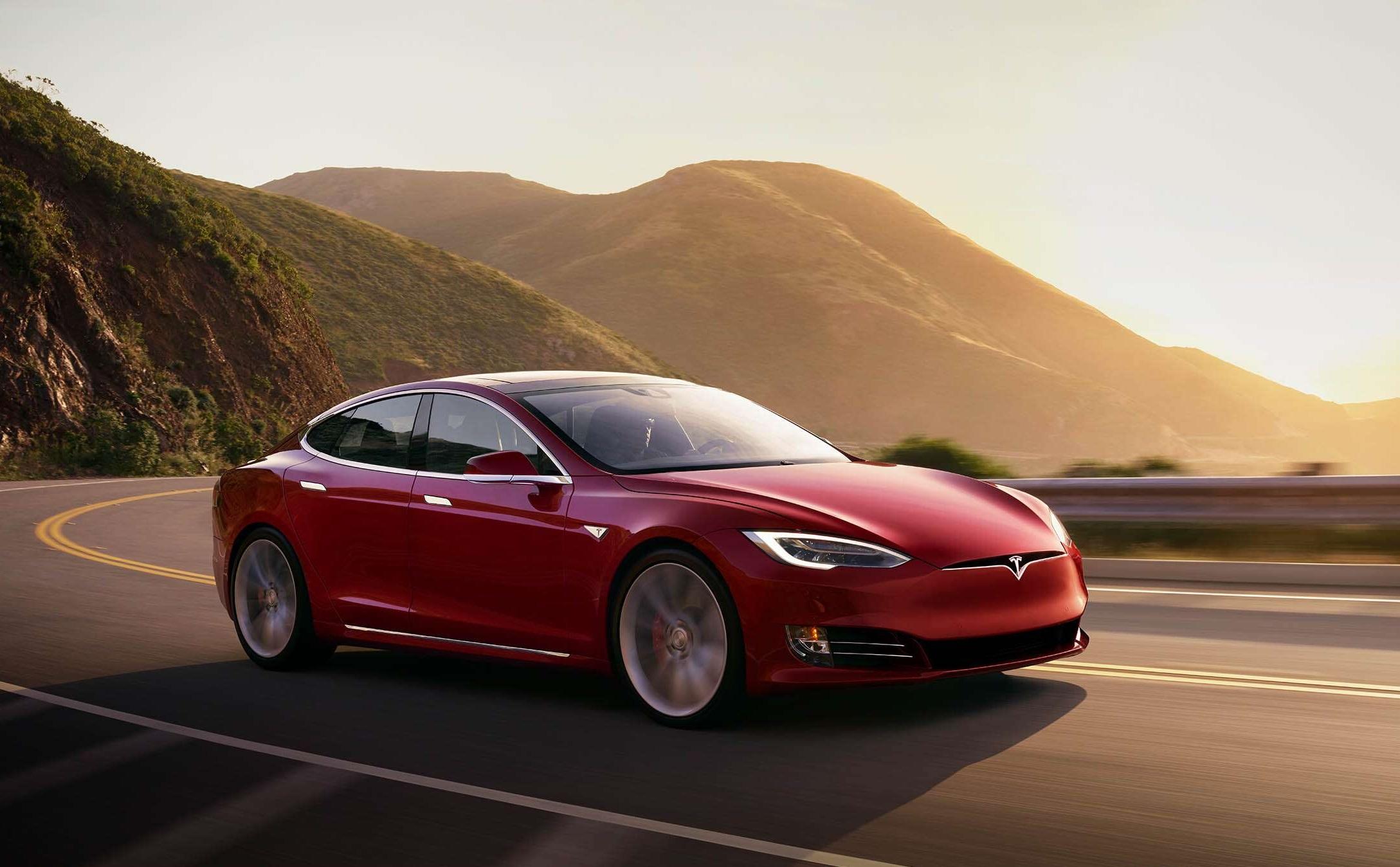 Tesla Model S má predĺžený dojazd. Na jedno nabitie zvládne takmer 650 km