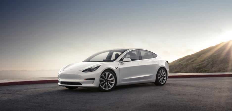 Tesla zdvihla cenu nového Modelu 3 ani nie týždeň po jeho uvedení