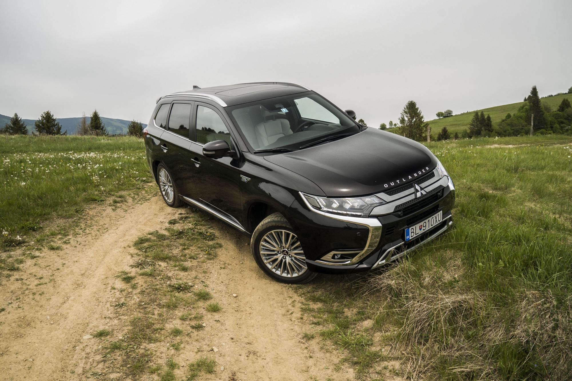 Test: Mitsubishi Outlander PHEV sa oplatí nabíjať doma