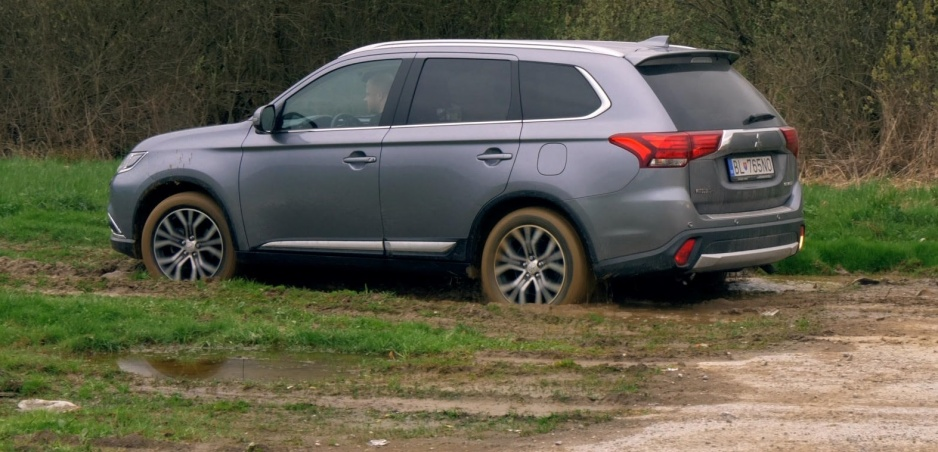 Test: Mitsubishi Outlander vám odpustí, ak si pomýlite plyn s brzdou
