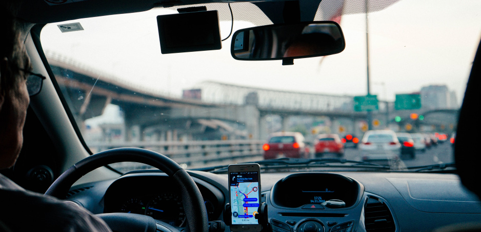 Test ukázal, že už jedno autonómne auto v premávke zníži riziko zápchy
