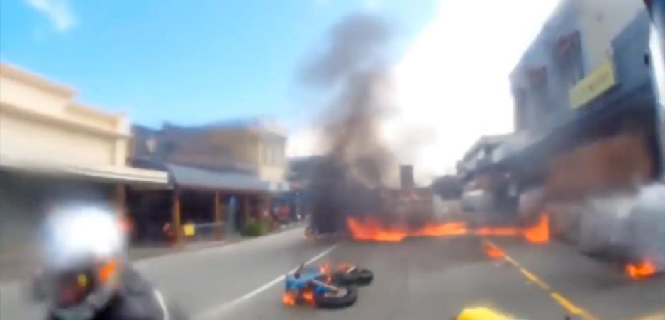 To najhoršie z nelegálnych pretekov: Pre toto by sa malo pretekať len na tratiach!