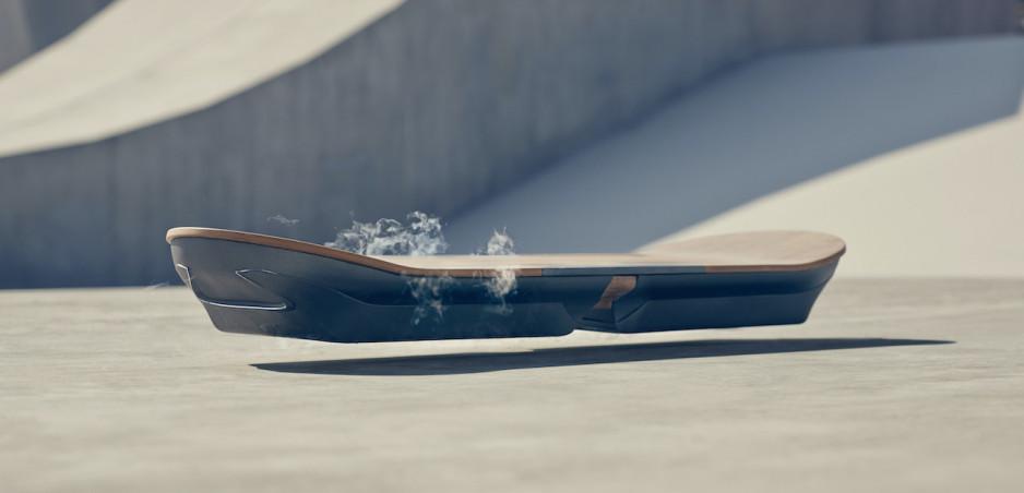 Top technológie Lexusu: Od lietajúceho skateboardu až po svetlá s rotujúcimi zrkadlovými čepeľami