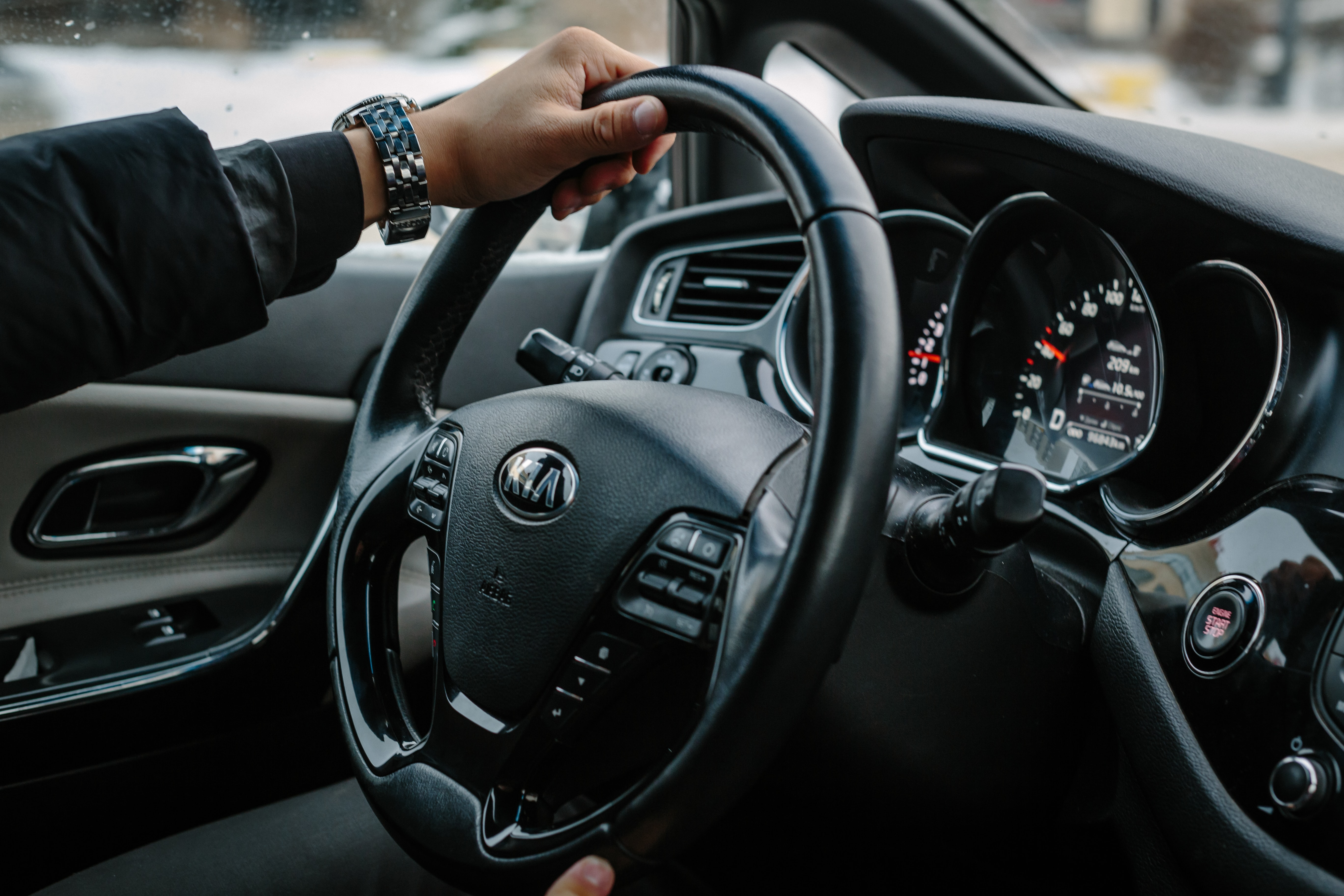 Trasenie volantu – čo je najčastejšou príčinou?