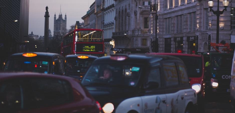 Video: Trpká pravda o anglických cestách vás dostane do kolien
