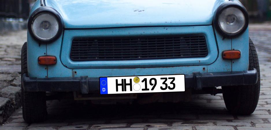Vodič si v Nemecku zaplatil EČV. Súd ho zakázal pre šírenie nacizmu