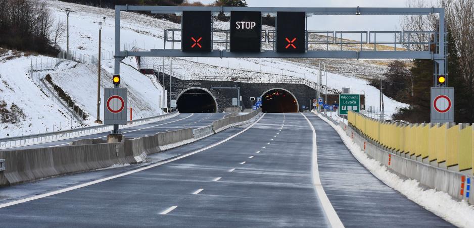 Vodička na českej diaľnici D6 išla v protismere, poslúchla navigáciu