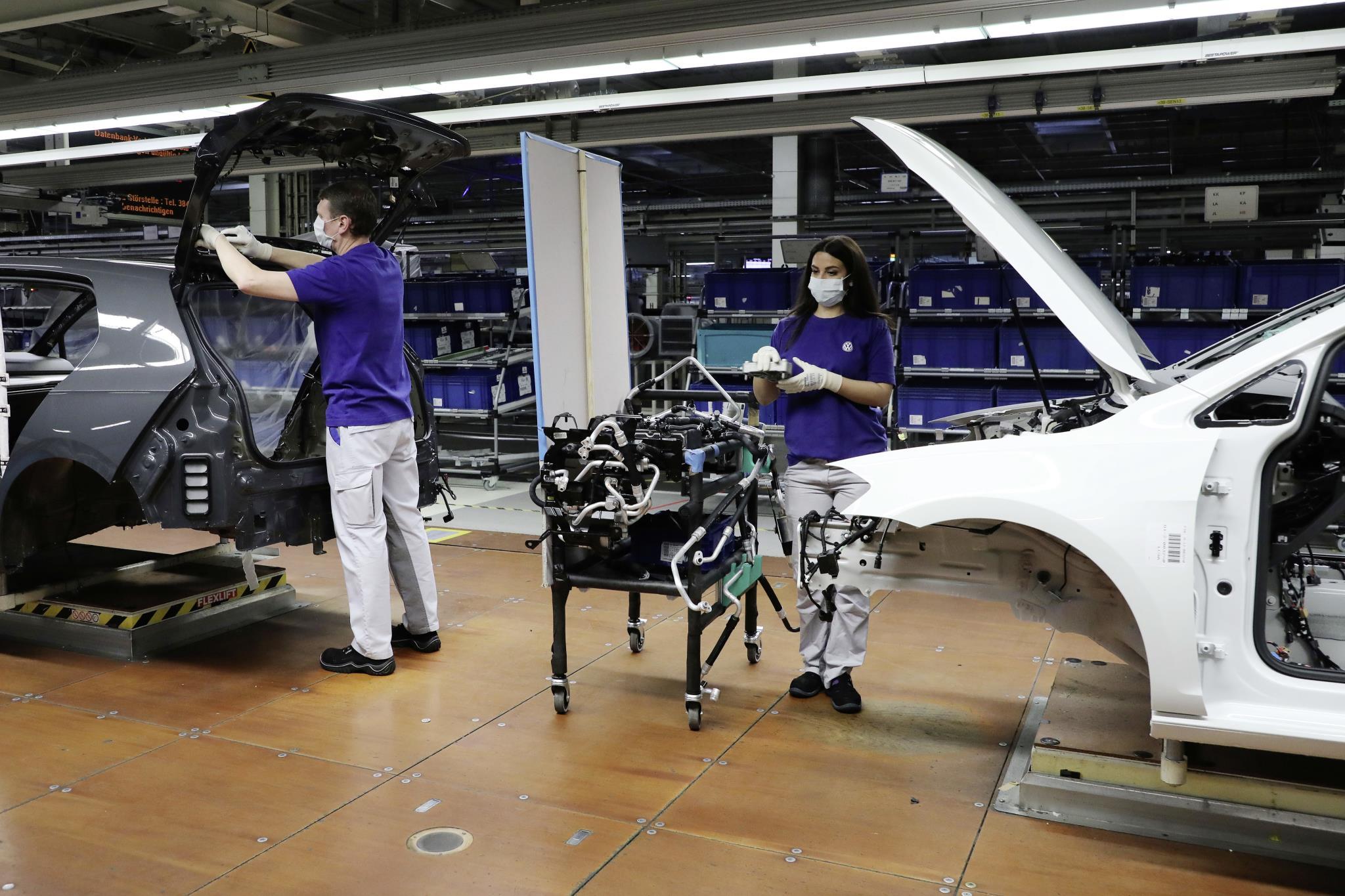 Volkswagen postupne naštartuje výrobu, začne Bratislavou