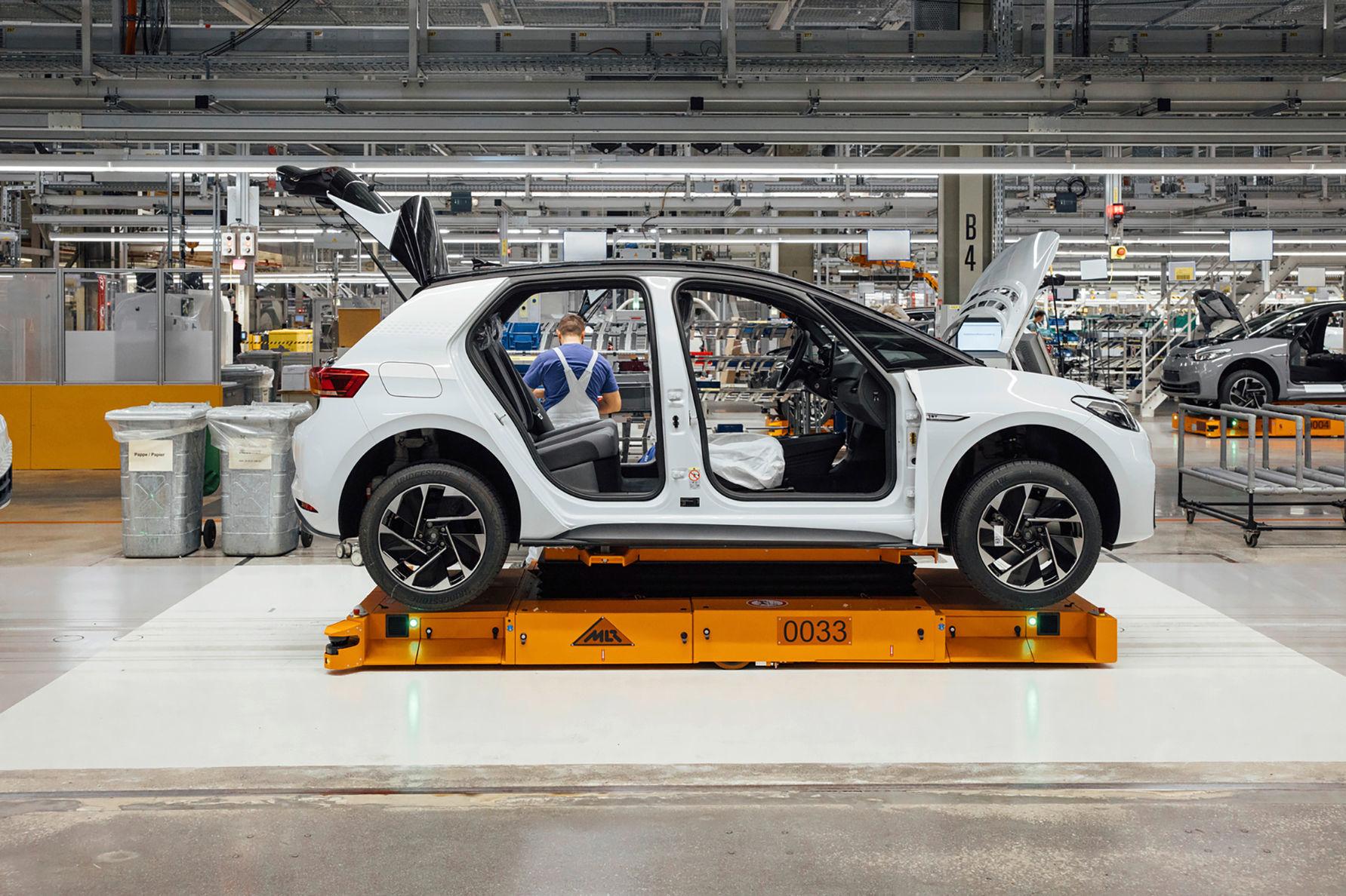 Volkswagen spustil výrobu elektrického SUV ID.4