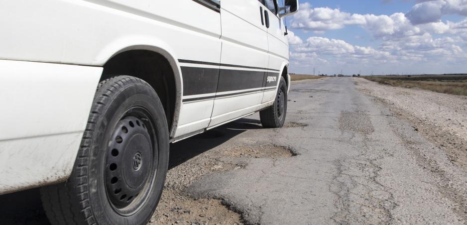 Výtlky na cestách môžu byť extrémne ničivé: Presvedčte sa sami