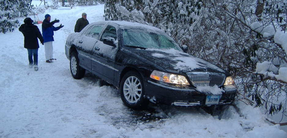 Zapadnutí v snehu? Tieto tipy vám pomôžu rozhýbať vaše auto
