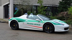 Predtým mafiánske, teraz policajné. VMiláne sa tešia znového Ferrari.