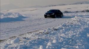 Mercedes E400: Luxus a šport v jednom. Aj na snehu.