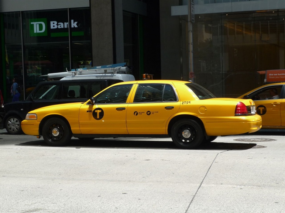 Ford_Crown_Victoria_(NYC_Taxi)_(14563489771)