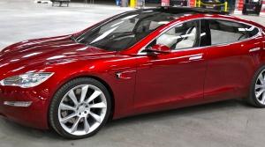 Spoločnosť Apple a autá: Mohli by odkúpiť Teslu?