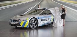 Česká polícia dostala novú zbraň na cestných pirátov, Bmw i8