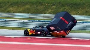 Ricciardo a Verstappen pretekali pre zábavu s karavanmi