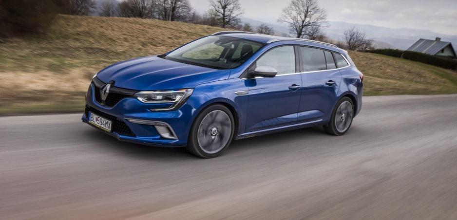 Test: Systém 4Control robí z Renaultu Mégane v zákrutách o triedu lepšie auto