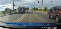Najhrozivejšie nehody: Ľudia utekajú pred nezastaviteľným kamiónom