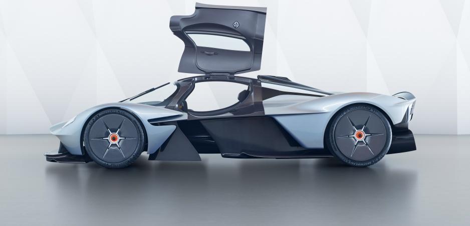 Aston Martin Valkyrie, sci-fi sa stáva realitou