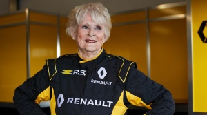 Pilotovať Formulu 1 je náročné, 79-ročná Rosemary Smith to zvládla