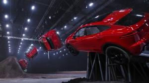 Jaguar predstavil E-Pace a opäť si neodpustil kaskadérsky kúsok