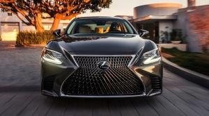 Video ukazuje, ako Lexus LS zabráni zrážke s chodcom