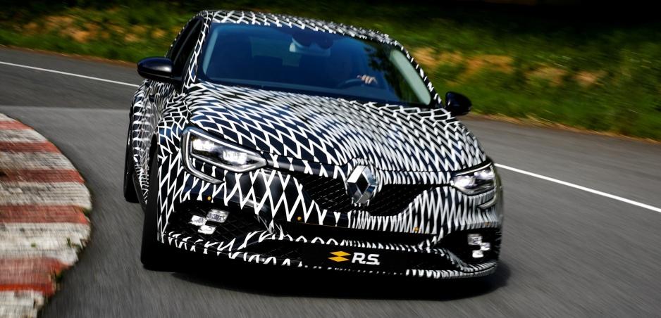 Unikli fotky demaskovaného Renaultu Mégane R.S. foto v článku