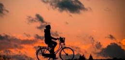 Video: Nehody cyklistov na cestách. Kto je ten zlý?