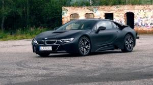 Test: BMW i8 nielen dobre vyzerá, ale je skutočne rýchle