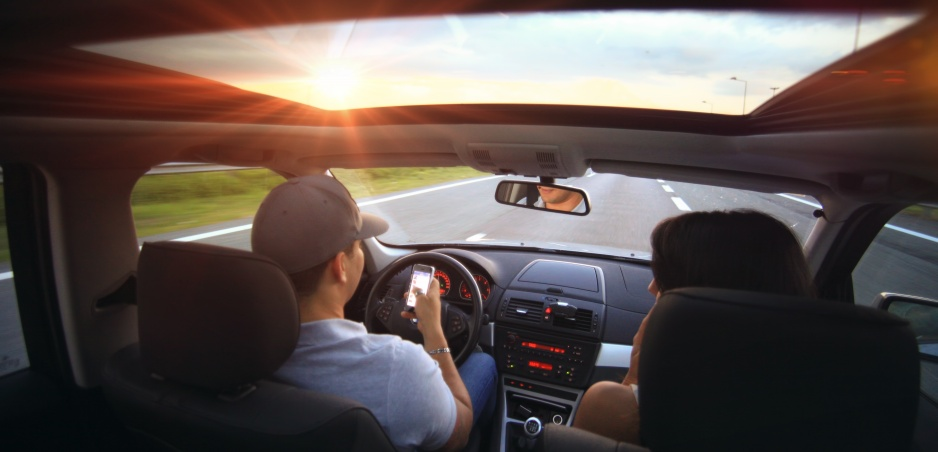 Vtipné video sa zmení na horor: Pre toto by ste nemali smskovať za volantom