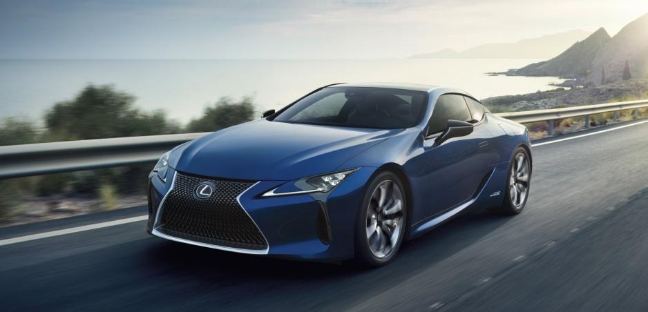 Lexus LC dostal dokonale modrý lak