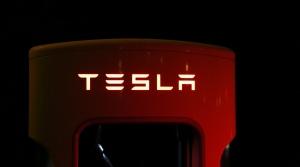 Veľké personálne čistky: Tesla prepustila stovky zamestnancov