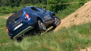 Test Dacia Duster: Skúšali sme, pri akom náklone sa  Duster prevráti