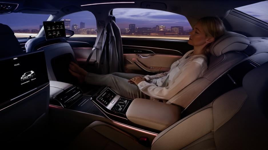 Audi A8 sedenie vzadu