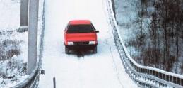 Legendárna reklama: Audi 100 vybehlo po lyžiarskom mostíku
