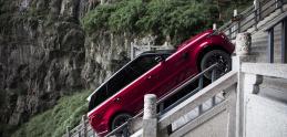 Range Rover vyšiel až na vrchol Nebeskej brány