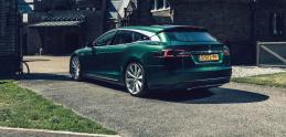 Tesla ako pohrebák, alebo elegantný Shooting Brake. Pre úpravcu RemetzCar žiadny problém