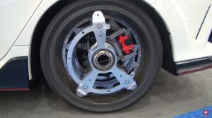 Elektrické kolesá premenia aj staré auto na štvorkolku