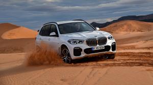 Nové BMW X5 chce ohúriť luxusom a automaticky vycúva zo slepej ulice aj 80 m