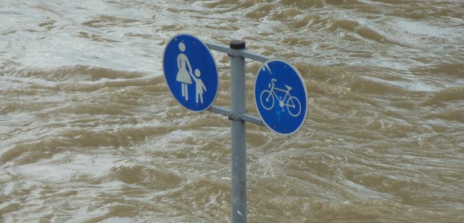 Dážď a povodne: Prečítajte si základné tipy pre jazdu v nich