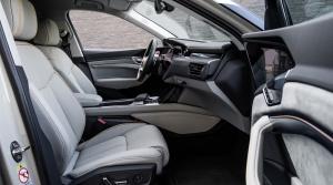 Audi ukázalo interiér prvého sériového auta bez spätných zrkadiel (E-Tron)